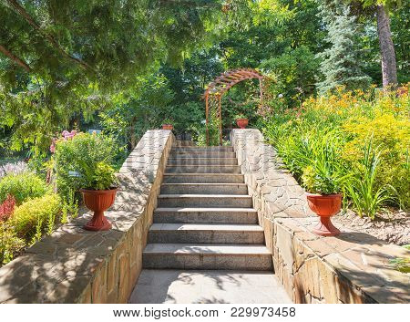 Vladimir, Russia - August 10, 2017: A Picturesque View With A Staircase And An Arch In The Patriarch