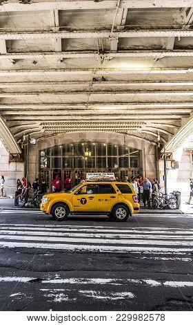 New York City June 2017 United States: Urban Scene In Front Of The Grand Central Terminal On 42nd St