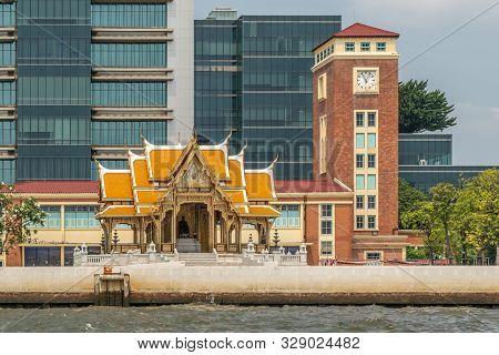 Bangkok City, Thailand - March 17, 2019: Chao Phraya River. Red Brick Clock Tower Of Old Railway Sta