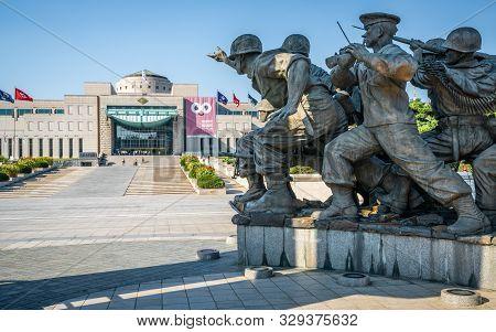 Seoul Korea, 24 September 2019 : Korean War Monument And War Memorial Of Korea In Background In Yong