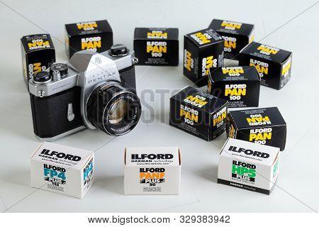 The Old Japan 35 Mm Film Slr Camera Asahi Pentax Spotmatik With 55 Mm Pentax Lens, Released 1971 Wit