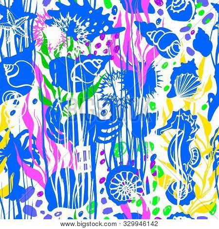 Marine Print. Vector Seashell Seamless Pattern. Hand Drawn Sketch. Seaweed, Kale, Kelp, Urchin, Star