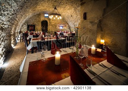 dinner at romantic arch stonewall in knight room