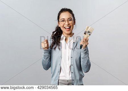 Creativity, Repairs And Overhaul Concept. Happy Cheerful Asian Female Encourage Roommate Start Repai