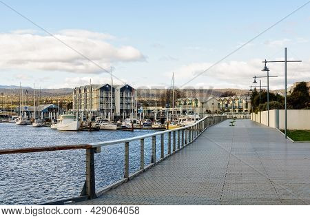 Alexandra Walk Over The North Esk River, The Longest River In Tasmania - Launceston, Tasmania, Austr