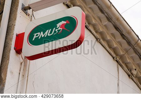Montpellier , Occitanie France  - 06 25 2021 : Pmu Logo Brand And Horse Sign Text On Store Front Of
