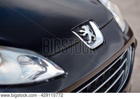 Berlin - April 2014: Peugeot 407 2003-2010 Sedan Pre Facelift Three Quarter Side View Of Silver Bonn