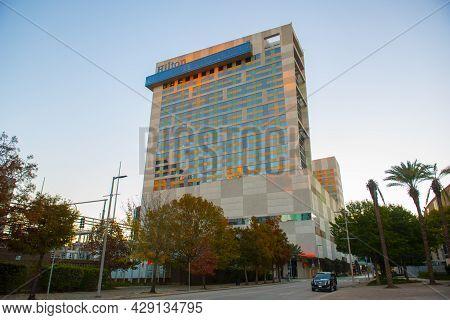 Houston, Tx, Usa - Dec. 14, 2018: Hilton Americas Houston At 1600 Lamar Street At Sunrise In Downtow