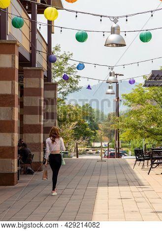 Boulder, Colorado - August 1, 2021: People On Boulder Fine Art Street Festival At Twenty Ninth Stree