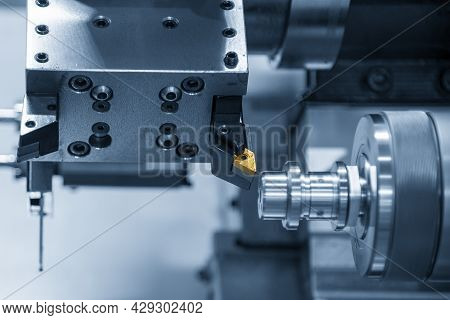 The Chip Insert Cutting Tool Of Cnc Lathe Machine Cutting The Metal Shaft Parts . The Hi-technology