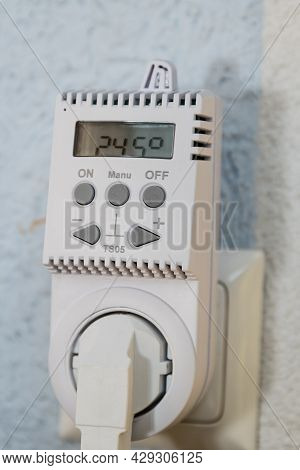 Control Room Heating With A Socket Thermostat - Energy-saving Heating With A Heat Regulator