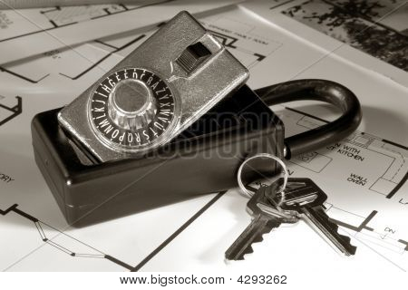 Real Estate Lock Box And Keys