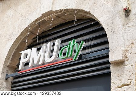Montpellier , Occitanie France  - 06 25 2021 : Pmu City Logo And Text Brand Sign Store Famous French