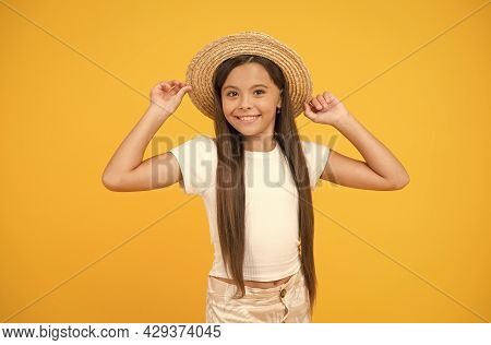 Ready To Relax. Teen Girl Summer Fashion. Little Beauty In Straw Hat. Beach Style For Kids. Visit Tr