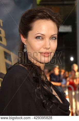 LOS ANGELES - JUL 21: Angelina Jolie arrives for the  'Lara Croft Tomb Raider: The Cradle Of Life' LA Premiere on July 21, 2003 in Hollywood, CA