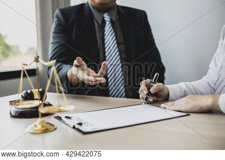The Lawyer Explains The Contract Before Allowing The Client To Sign The Lawsuit Admitting That The D