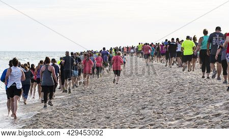 Fire Island New York, Usa - 24 June 2019: Hundreds Of Runners Are Running A Race On The Beach As Par
