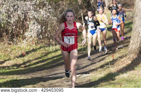 Wappinger Falls, New York, Usa - 23 November 2019:  Selective Focus On One Runner With The Others In