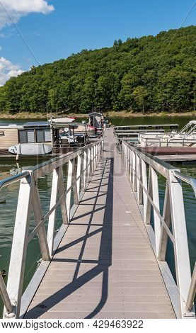 Glade Township, Pennsylvania, Usa August 3, 2021 A Metal Walkway Leading To Docks At The Kinzua Wolf