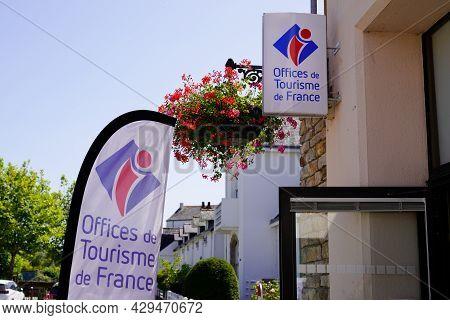 Bordeaux , Aquitaine France - 07 30 2021 : Office De Tourisme Logo Brand Label On Flag Of French Tou