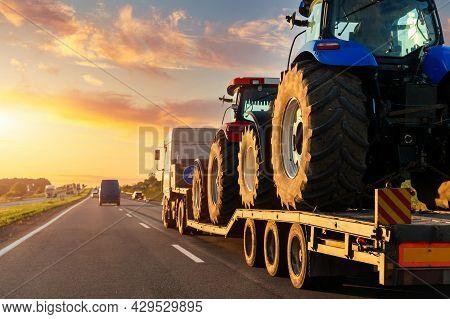 Pov Heavy Industrial Truck Semi Trailer Flatbed Platform Transport Two Big Modern Farming Tractor Ma