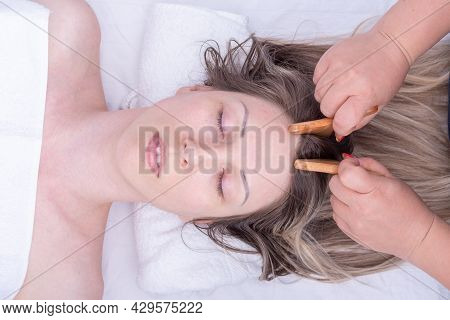 Massage The Roots Of The Girls Hair Using The Wooden Roller Plates Of The Massagers, Close-up. Massa