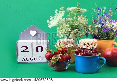 Calendar For August 20 : The Name Of The Month Of August In English, Cubes With The Number 20, Bouqu