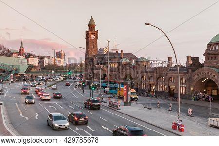 Hamburg, Germany - November 27, 2018: Port Of Hamburg, Street View With The Clocktower At Landungsbr