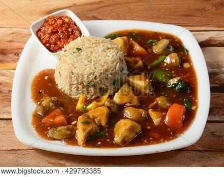 Veg Manchurian Gravy With Veg Fried Rice, Typical Indian, Chinese Restaurant Dish Preparation. Serve