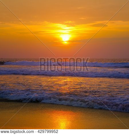 Calm Sea With Sunset Sky And Sun Through The Clouds Over. Meditation Ocean And Sky Background. Tranq