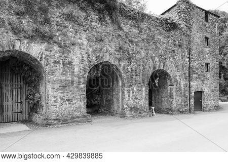 Cotehele Quay.cornwall.united Kingdom.july 23rd 2021.the Edgcumbe Building At Cotehele Quay In Cornw