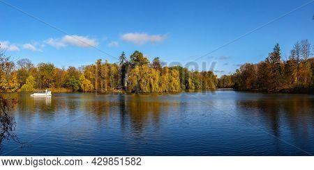 Upper Pond In The Sofiyivsky Arboretum. Uman, Ukraine