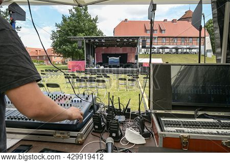 Analog And Digital Mixing Consoles, Receivers For Wireless Microphones And The Hand Of The Sound Mix