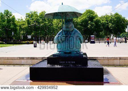 Bordeaux , Aquitaine France  - 07 04 2021 : Exhibition Le Chat Deambule The Cat Walks Singing In The