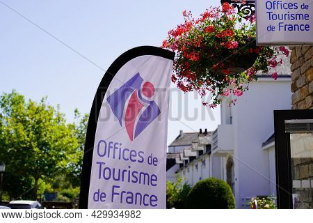 Bordeaux , Aquitaine France - 07 30 2021 : Office De Tourisme In France I Brand Sign And Logo Text O