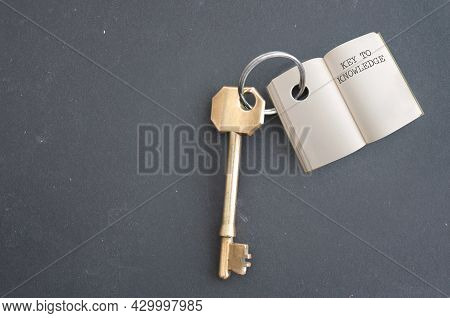 Keyring With Open Book And New Knowledge Chapter