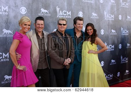 LAS VEGAS - APR 6:  Rascal Flatts, Wives at the 2014 Academy of Country Music Awards - Arrivals at MGM Grand Garden Arena on April 6, 2014 in Las Vegas, NV