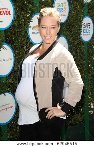 LOS ANGELES - APR 5:  Kendra Wilkinson at the Safe Kids Day Los Angeles 2014 at The Lot on April 5, 2014 in Wesst Hollywood, CA