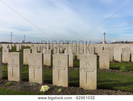 Bard Cottage Cemetery At Ypres, Flanders, Belgium - Landscape.