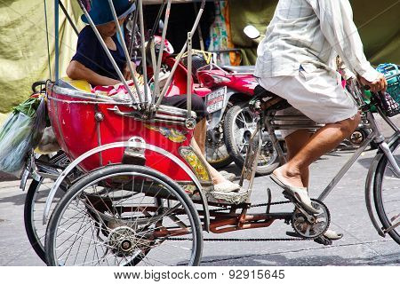 rickshaw ride to explore the city