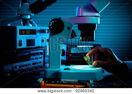 control microelectronic device in a laboratory microscope