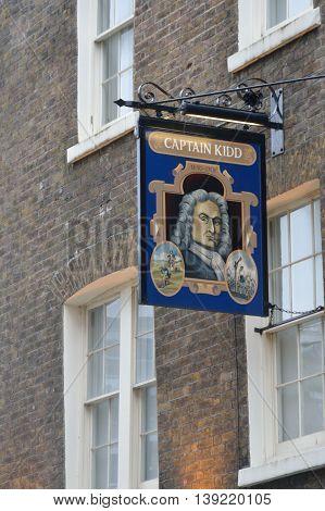 WAPPING LONDON UK 16 September 2014: Captain Kidd pub sign
