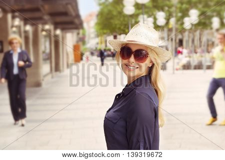 Woman with sun hat in the city