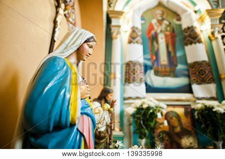 Mykykyntsi, Ukraine - Circa June, 2016: Close Up Of Plaster Figure Of Jesus Christ And Holy Mary At