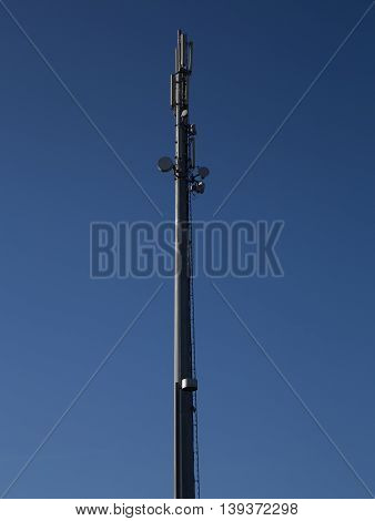 Pylon for the positioning of antennas for mobile telephony