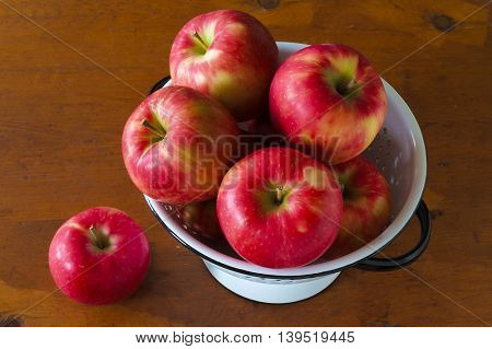 Honeycrisp apples in a collender