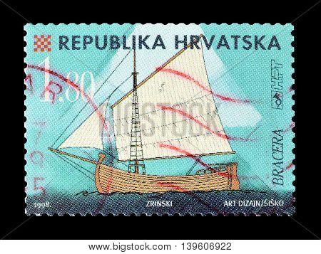 CROATIA - CIRCA 1998 : Cancelled postage stamp printed by Croatia, that shows ship Bracera.