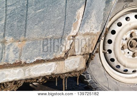 rusty car, metal corrosion and traces of reagents, winter Moscow