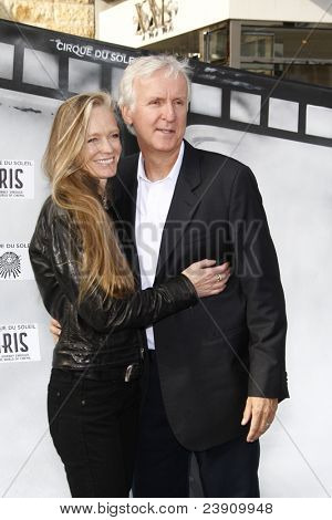 LOS ANGELES, CA - SEP 25: James Cameron; Suzy Amis at the IRIS, A Journey Through the World of Cinema by Cirque du Soleil premiere September 25, 2011 at Kodak Theater in Los Angeles, California