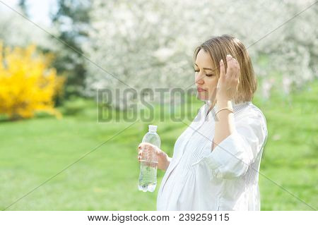 Pregnant Woman Drinks Water. Became Ill In The Heat. Drinking Balance During Pregnancy